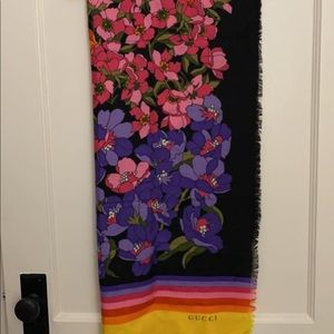 NWT Authentic Gucci Floral Wool Scarf